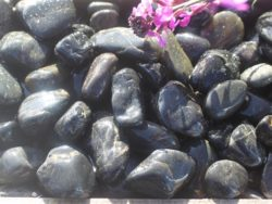 BLACK POLISHED COBBLES 2-4CM