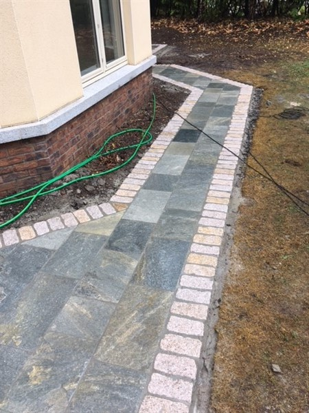 GREY QUARTZ SAWN PAVING
