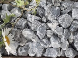 ICE BLUE 25-40MM DECORATIVE GRAVEL
